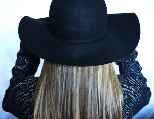 RH Femme au chapeau